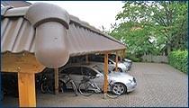 Reihencarport (Holz) mit Flachdach und Pfannenblende