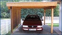 Carport mit Flachdach und Holzblende