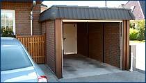Carportgarage mit Flachdach und Pfannenblende